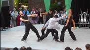 Кунг-фу бойци правят страхотно шоу