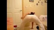Секси маце върти дупе ... :)