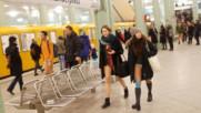 Стотици се возиха по бельо в берлинското метро