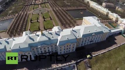 Дрон снима двореца Петерхоф в Санкт Петербург