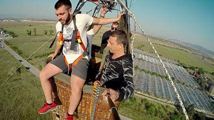 Синко Добринкьо скача от балона