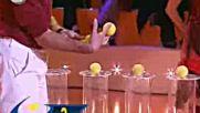 Рекордите на Гинес - Най - Много топки за тенис, задържани с една ръка * High Quality