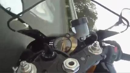 Yamaha R1. В края на филма