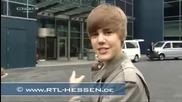 Justin Bieber се удря във врата