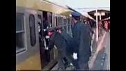 Така Японците Се Качват На Влак