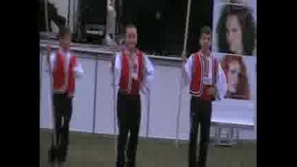 децки фолклорен клуб Ягодка -