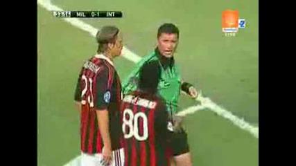 27.07 Милан - Интер 0:2 Роналдиньо си изкарва червен картон - съдията се обърква