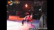 Малко Момиче Танцува Много Добре