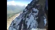 Невероятни кадри - човек кара ски с парапланер