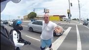 Моторист е принуден да усмири развилнял се автомобилист !