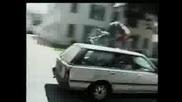 Jackass - Блъснат От Кола