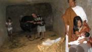 Китайци живеят над 50 години в пещера и отказват да си тръгнат