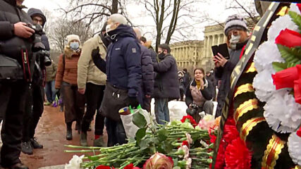 Russia: Locals mourn slain opposition politician Nemtsov in St Petersburg