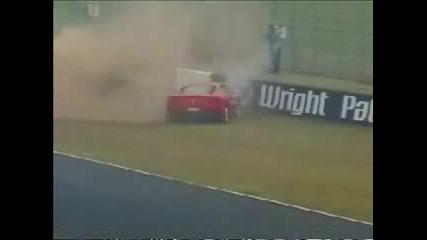 Глупав Шофьор Счупва Ferrari