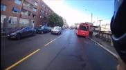 Ето как пътник от автобус направи нещо добро за велосипедист
