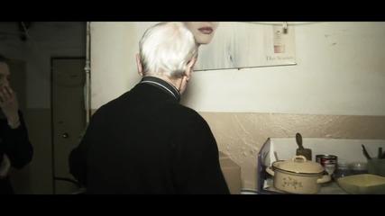 Вики Терзийска и Албена Танева Дариха Празничен Пакет на Самотен Пенсионер