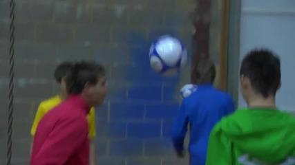 Не сте виждали такава игра с футболни топки