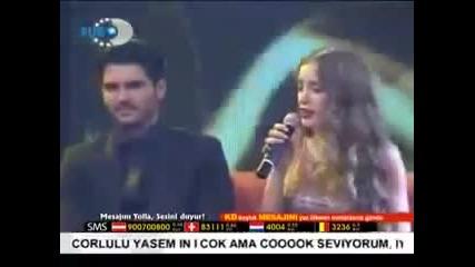 Серенай Саръкая пее песен от филма ''сезони на Любовта'' (yanarm)