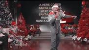 Скалата пее ''here Comes Santa Claus'' в Коледно шоу