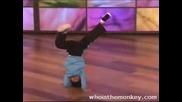 Дете танцува танци