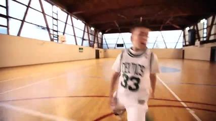7 годишно момче играе невероятно баскетбол