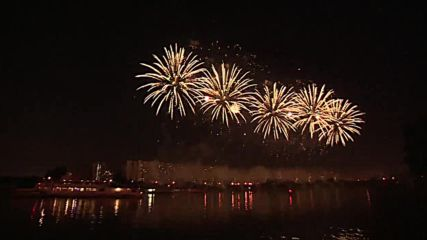 Spectacular fireworks light up Moscow for second day