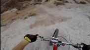 Най-ненормалното спускане с колело...