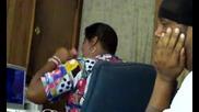 Жена се кефи на песен (смях)