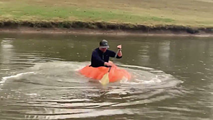Man turns 910-pound pumpkin into BOAT