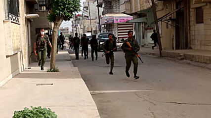 Syria: Kurdish and pro-govt forces clash in Qamishli