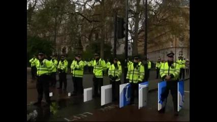Студенти влязоха в сблъсъци с полицията по време на протест в Лондон