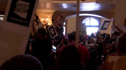 USA: Anti-deportation protesters storm Arizona Capitol after Trump wins primary