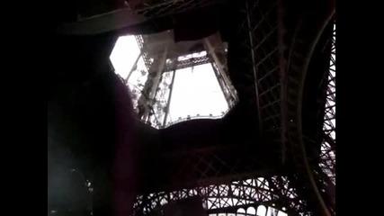 Уникaлнo пътешествие до върха на Айфеловата кула и обратно