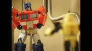 Transformers - Stop - Motion Bumblebee beats Optimus Prime