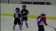 Pазмазващ хокеен бой :d