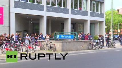 Germany: See epic queue of 'Homeland' casting hopefuls in Berlin