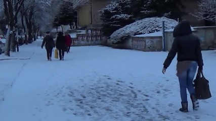 Двама души пострадаха при падания след снеговалежа в Благоевград