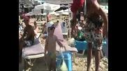Боян Китен – Бебе продава царевица на плажа в Китен