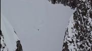 Екстремна скиорка невредима след 300-метрово падане