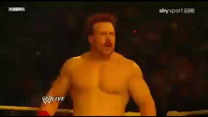 Sin Cara напада Sheamus