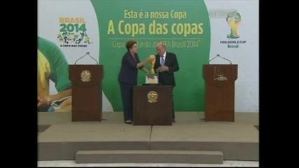 """Сеп Блатер и Дилма Русеф си правят """"селфита"""" със Световната купа"""