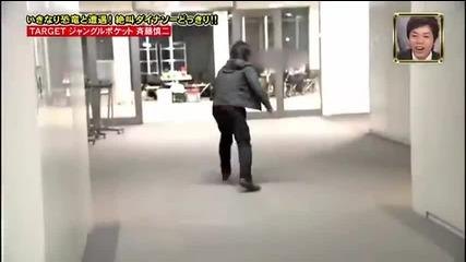 Скрита камера - динозавър на лов за японци
