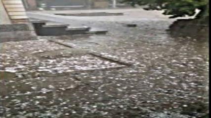 Силен дъжд с градушка удари гр. Раковски