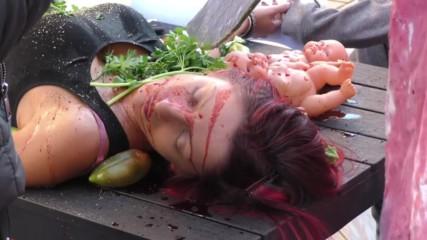 Вегани 'сготвиха и изядоха' човешко в ужасяващ пърформънс