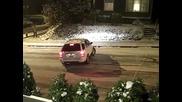 Хлъзгащи се коли по заледен път