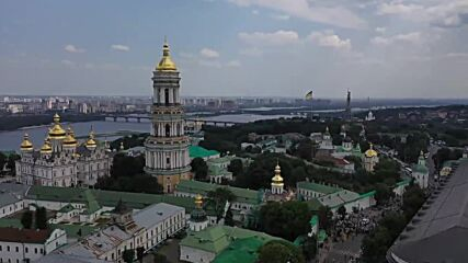 Ukraine: Thousands of Orthodox Christians take part in Kyiv procession