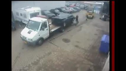 Идиоти разбиват кола