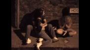 Пияни се натискат на улицата