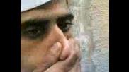 Арабин Изкарва Цигарен Дим от Ушите си