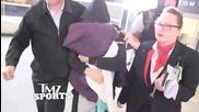 Ронда Роузи засрамена си крие лицето